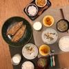 ごはん、鯖の醤油焼き、白菜のとろとろスープ、チキンとオクラのごまドレ、かぼちゃの塩バター