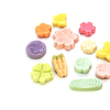 《お菓子とデザイン》越乃雪本舗大和屋「新潟雪だるま」、マカロンのような触感のかわいい干菓子入り