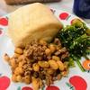 台湾っぽい饅頭と蒸し大豆入り魯肉飯な朝食セット