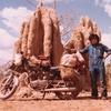 毎日更新 1983年 バックトゥザ 昭和58年8月18日 オーストラリア一周 バイク旅 55日目 23歳 巨大蟻塚 黄川舟遊 鰐大量見 ヤマハXS250  ワーキングホリデー ワーホリ  タイムスリップブログ シンクロ 終活