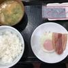 定食春秋(その 76)目玉焼き朝定食(とん汁に変更)+ベーコン単品