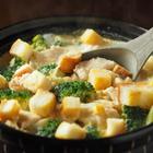 「水炊きでポン酢」にも飽きたので、鶏むね肉の「使える鍋」を考えてみた【噂の筋肉料理人】