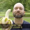 新鮮なバナナを使いこなして絵画や彫刻を生み出す芸術家