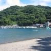 戸田「御浜海水浴場」砂浜もシュノーケリングも、恐竜の滑り台も!