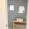 【無印良品】アクリルスマホ小物スタンドで洗面台周りをすっきり整理
