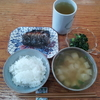 焼き鯖とジャガイモの味噌汁と野沢菜