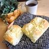 クランブルをのせたバタートップパン&シンプルなバタートップパン