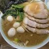 いまにも丼からあふれそうな豚骨醤油スープ「ラーメン壱六家」磯子本店@磯子区