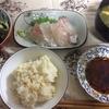 鯛のお刺身、わかめ酢の物サラダ、九条ネギと豆腐の味噌汁
