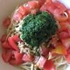 「トマトとツナとバジルの冷たいパスタ」と「手羽元のさっぱり煮」