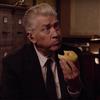 『ツイン・ピークス』続編の新たな予告編公開!ゴードン・コール役のデヴィッド・リンチがドーナツを頬張るだけ。