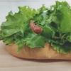 野菜がいっぱい!レタスドッグ。