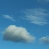 澄んだ冬の青空に、多彩な雲たち