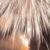 吉野の山々と吉野川を背景に、光と音の競演、川面に映る花火【第14回 大淀町花火大会】(大淀町)